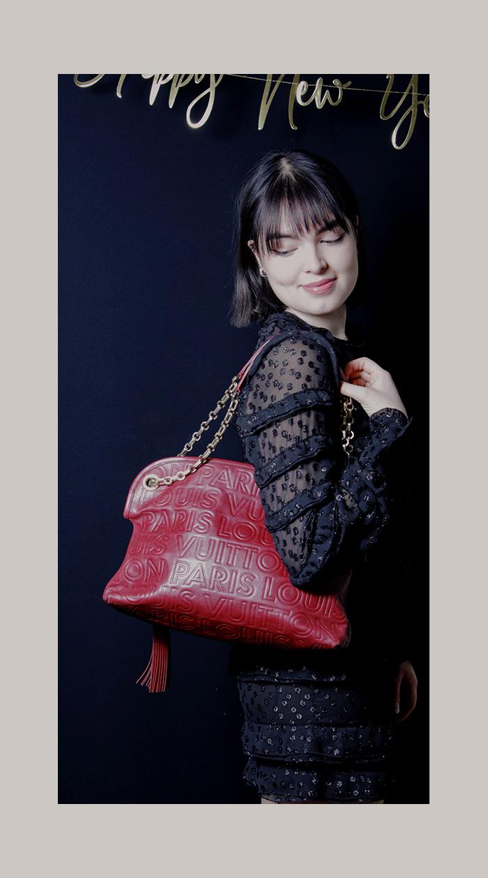 Louis Vuitton Handtasche, rot, Logo-Prägung