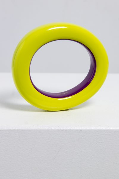 Hermès Armreif aus lackiertem Holz in gelb